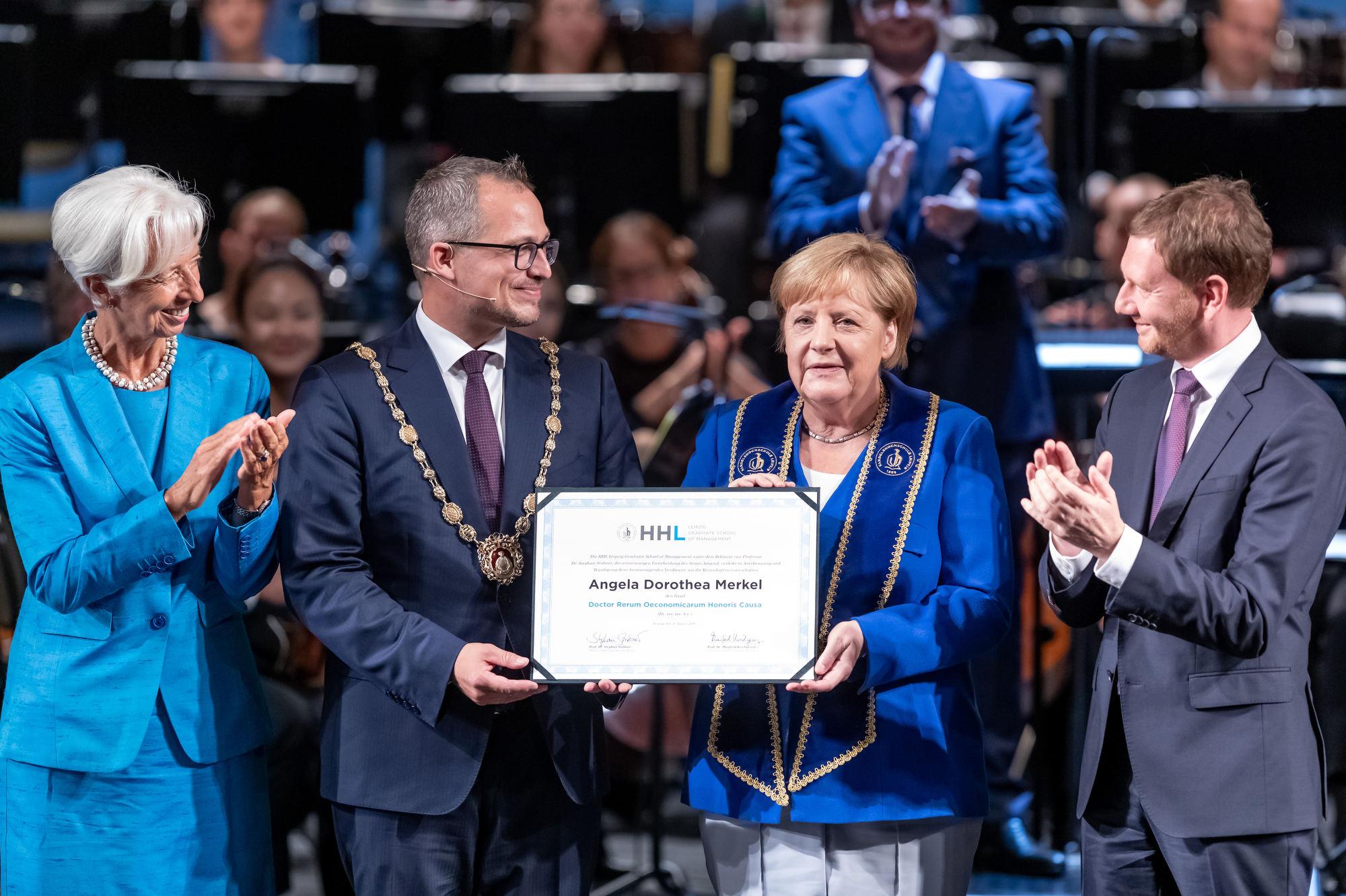 Graduierungsveranstaltung der Handelshochschule Leipzig in der Oper Leipzig / Foto Tom Schulze Leipzig